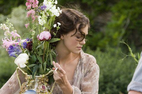 Flower, Petal, People in nature, Bouquet, Flowering plant, Floristry, Lavender, Flower Arranging, Cut flowers, Spring,