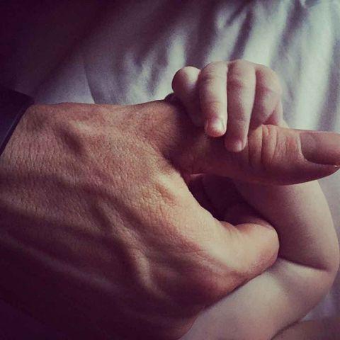 Finger, Skin, Wrist, Thumb, Nail, Gesture, Wrinkle, Flesh, Vein,