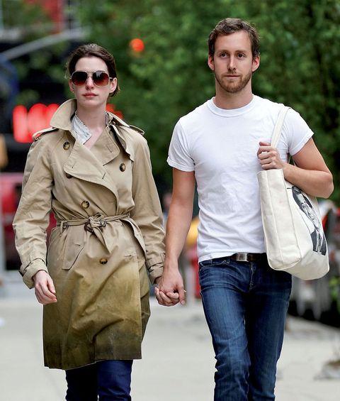Clothing, Eyewear, Glasses, Vision care, Sleeve, Trousers, Sunglasses, Denim, Textile, Bag,