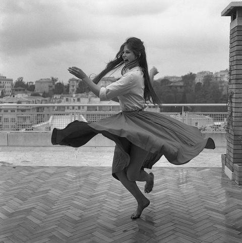 Human leg, Knee, Dancer, Dance, Monochrome, Long hair, Waist, Performance art, Tights, Athletic dance move,