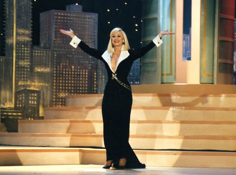 Formal wear, Blazer, Stairs, Blond, Gesture, Public speaking, Stage, Orator, Businessperson, High heels,