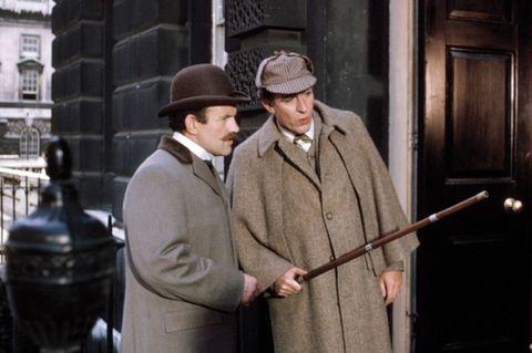 Hat, Collar, Standing, Coat, Outerwear, Formal wear, Overcoat, Suit, Headgear, Blazer,