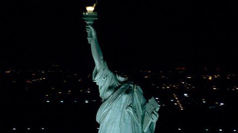 Night, Sculpture, Tower, Landmark, Darkness, Metropolitan area, Midnight, Monument, Statue, Finial,