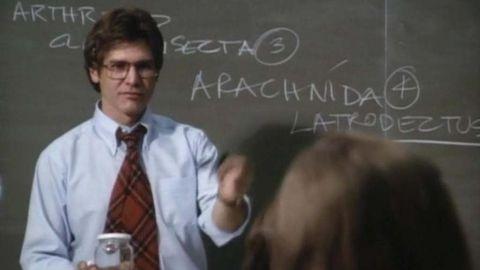Professor, Speech, Teacher, Public speaking, Blackboard, White-collar worker, Official, Suit, Conversation, Room,