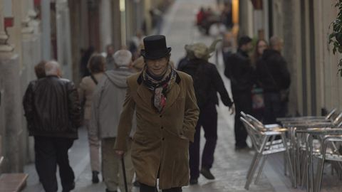 Trousers, Infrastructure, Standing, Hat, Street, Coat, Style, Street fashion, Fashion, Winter,