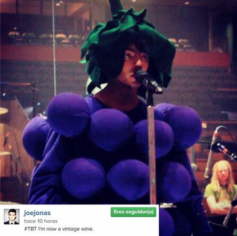 Microphone, Purple, Violet, Costume accessory, Costume, Audio accessory, Singer, Microphone stand, Singing, Costume hat,