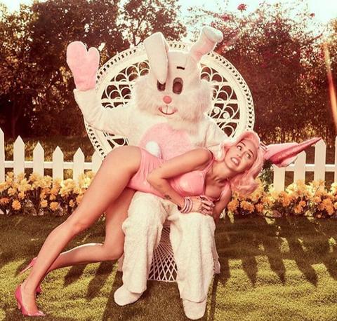 Ear, Pink, Beauty, Easter bunny, Illustration, Organ, Rabbit, Fun, Footwear, Happy,