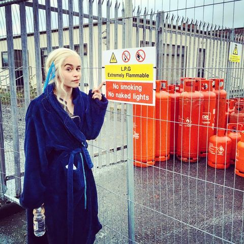 Street fashion, Iron, Blond, Fence, Long hair, Overcoat, Cylinder, Coquelicot, Wire fencing, Mesh,