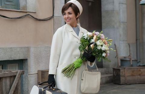 Bouquet, Bag, Luggage and bags, Floristry, Flower Arranging, Cut flowers, Street fashion, Shoulder bag, Kelly bag, Artificial flower,
