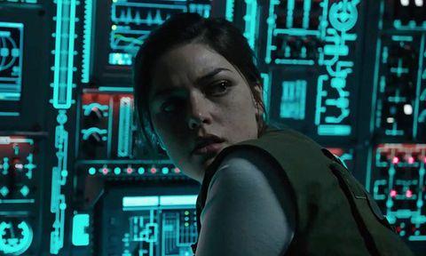 Electronics, Human, Technology, Black hair, Movie, Electronic engineering, Fictional character, Screenshot,