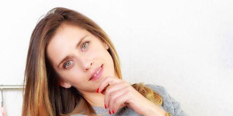 Lip, Hairstyle, Skin, Shoulder, Eyebrow, Eyelash, Wrist, Fashion accessory, Bracelet, Organ,