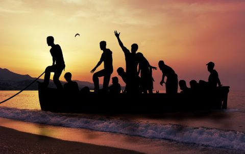 People in nature, Tourism, Travel, Vacation, Friendship, Watercraft, Boats and boating--Equipment and supplies, People on beach, Beach, Silhouette,