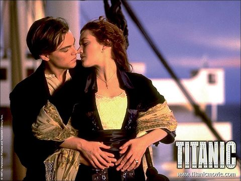 Interaction, Romance, Love, Kiss, Necklace, Scene, Movie, Gesture, Photo caption, Honeymoon,