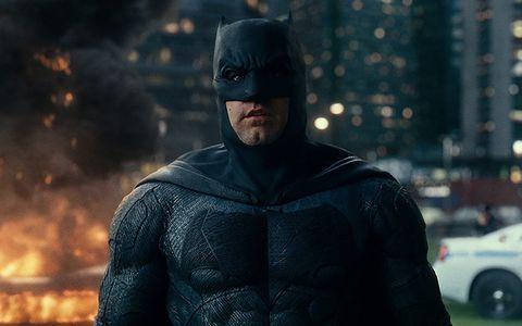 Batman, Superhero, Fictional character, Justice league, Screenshot, Action figure, Outerwear, Hero, Movie, Scene,