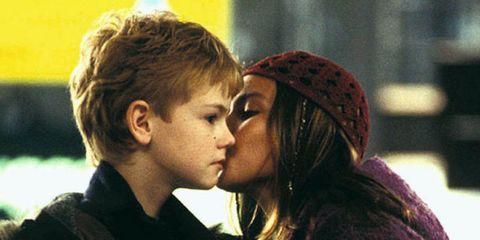 Interaction, Kiss, Love, Romance, Honeymoon, Gesture, Cheek kissing, Scene,