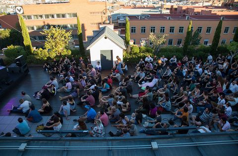Window, Crowd, Public space, City, Residential area, Audience, Suburb, Town square,