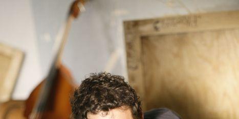 Violin family, Human body, Bowed string instrument, String instrument, String instrument, Elbow, Musical instrument, Musician, Musical instrument accessory, String instrument accessory,