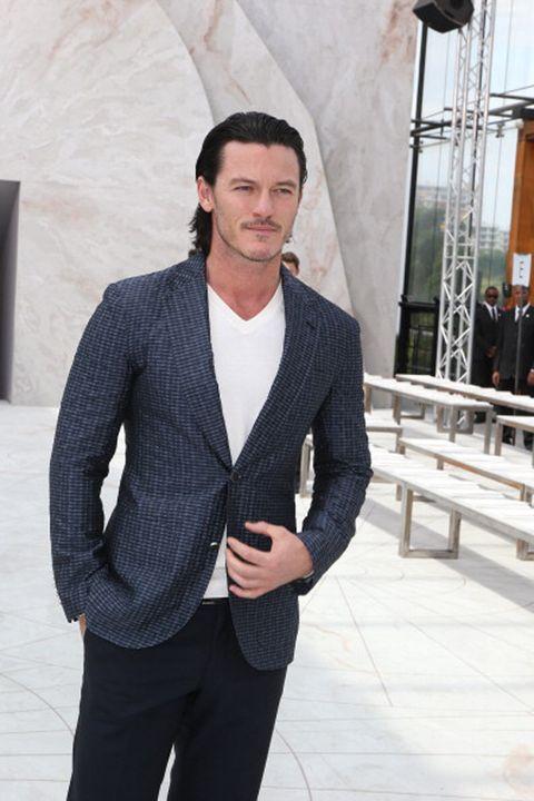 Sleeve, Collar, Trousers, Dress shirt, Shoulder, Shirt, Standing, Suit trousers, Outerwear, Coat,