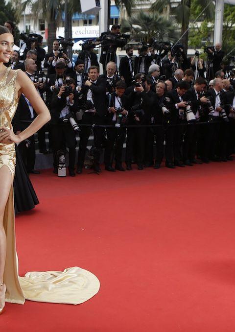 Flooring, Event, Dress, Carpet, Suit, Formal wear, Premiere, Coat, Style, Gown,