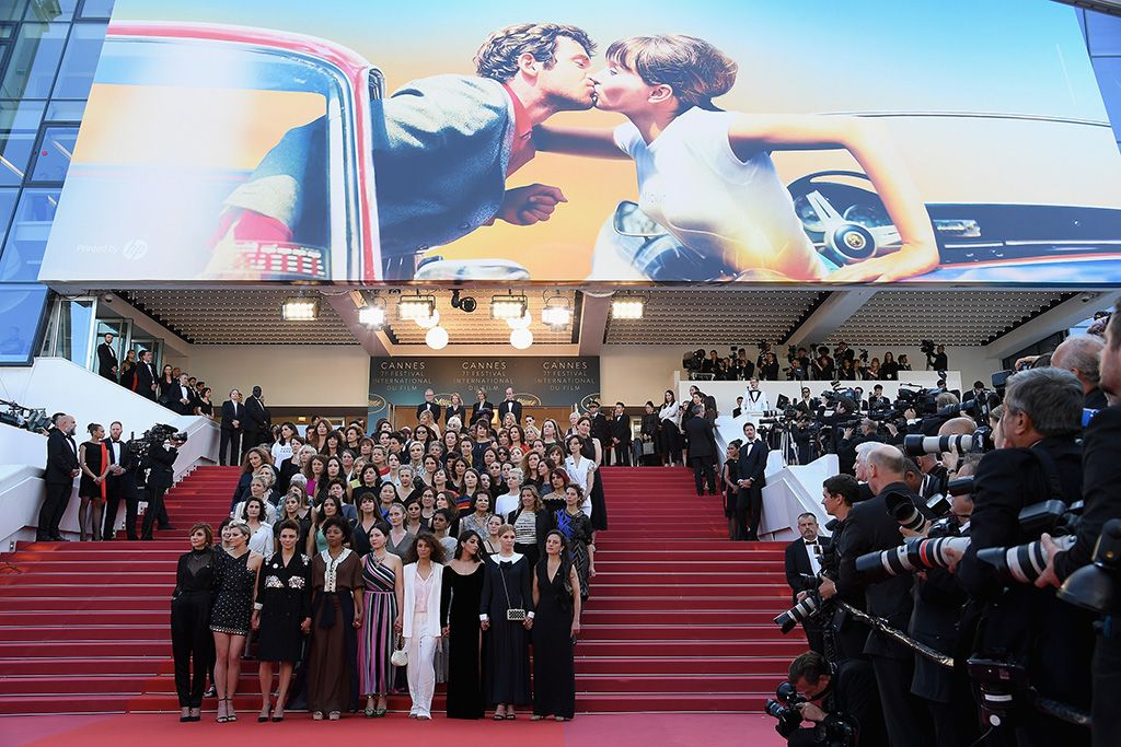 Las mujeres toman la alfombra roja de Cannes por la igualdad en la industria del cine