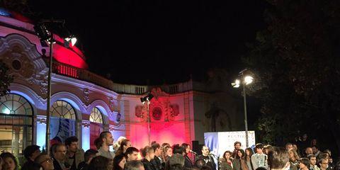 Hair, Head, Crowd, People, Night, Audience, Magenta, Midnight, Public event, Street light,