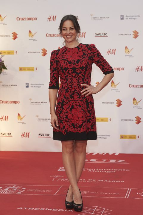 Dress, Shoulder, Flooring, Red, Joint, Style, One-piece garment, Premiere, Cocktail dress, Carpet,