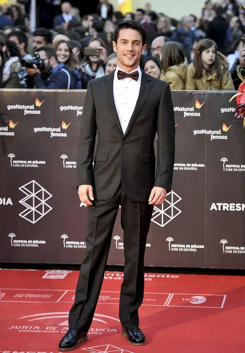 Suit, Red carpet, Carpet, Premiere, Formal wear, Tuxedo, Flooring, Event,