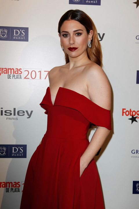 Clothing, Dress, Shoulder, Strapless dress, Red, Cocktail dress, Fashion model, Hairstyle, Premiere, Joint,
