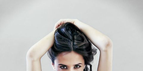 Lip, Hairstyle, Skin, Shoulder, Elbow, Joint, Facial expression, Waist, Dress, Fashion model,