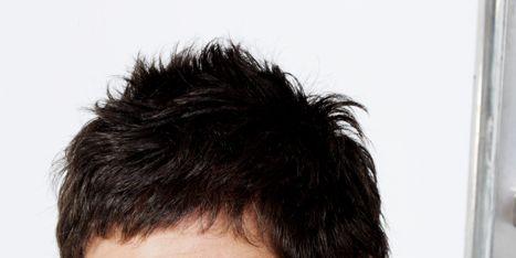 Ear, Cheek, Hairstyle, Chin, Forehead, Shoulder, Eyebrow, Sleeveless shirt, Style, Black hair,