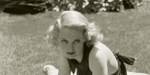 Photograph, Mammal, White, Summer, Elbow, Beauty, Knee, Long hair, Blond, Active tank,