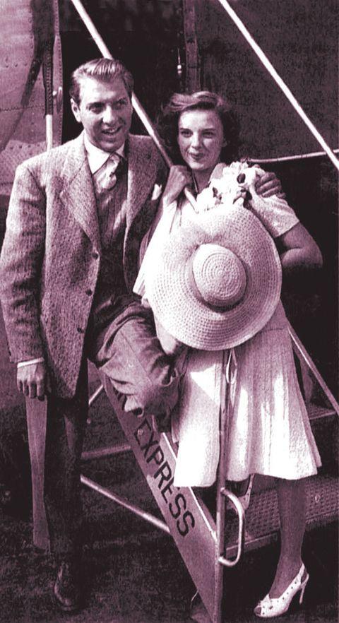 Collar, Tie, Blazer, Vintage clothing, Retro style, Suit trousers, Sun hat, Classic,
