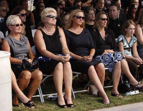 Eyewear, Hair, Face, Glasses, Arm, Vision care, Leg, People, Crowd, Human body,