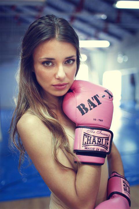 Lip, Boxing glove, Boxing equipment, Boxing, Eyelash, Youth, Professional boxer, Brown hair, Glove, Sleeveless shirt,