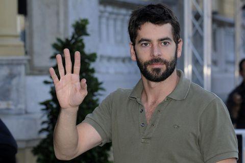 Finger, Sleeve, Facial hair, Shirt, T-shirt, Beard, Collar, Gesture, Muscle, Moustache,