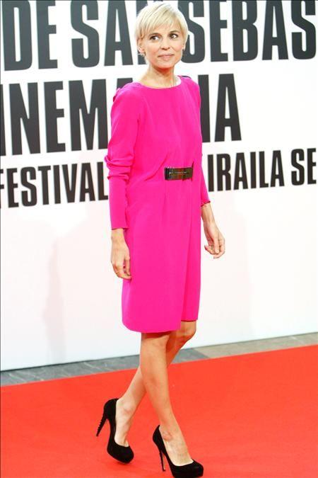 Dress, Shoulder, Flooring, Shoe, Joint, Red, Pink, Style, Formal wear, One-piece garment,