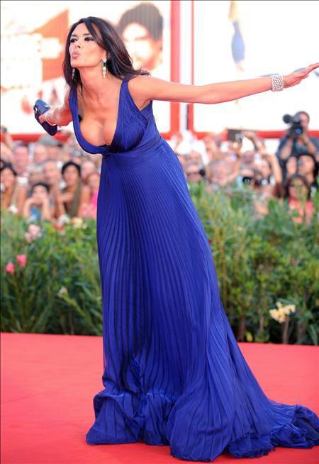Dress, Flooring, Formal wear, Purple, One-piece garment, Fashion, Beauty, Electric blue, Gown, Long hair,