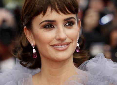 Hair, Ear, Nose, Earrings, Mouth, Lip, Hairstyle, Chin, Forehead, Eyebrow,