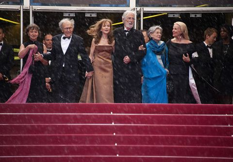 Coat, Formal wear, Suit, Dress, Purple, Carpet, Public event, Gown, Tie, Costume,