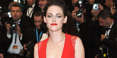 Event, Hairstyle, Flooring, Trousers, Dress, Shoulder, Premiere, Coat, Carpet, Red,