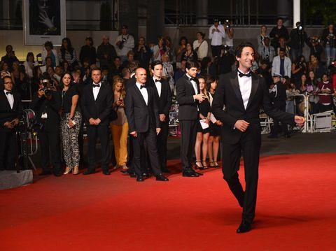 Flooring, Event, Suit, Carpet, Coat, Formal wear, Premiere, Audience, Blazer, Crowd,