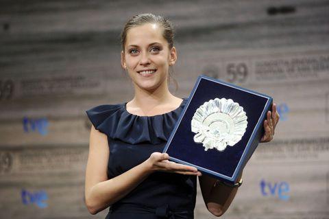 Jewellery, Award, Award ceremony, Blond, Necklace, Day dress, Earrings,