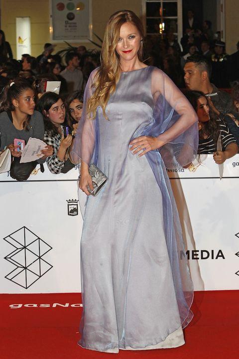 Hair, Face, Dress, Shoulder, Flooring, Premiere, Style, Carpet, Gown, One-piece garment,