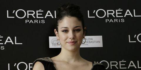 Ear, Hairstyle, Shoulder, Dress, Eyelash, Earrings, Style, Fashion model, Premiere, Beauty,