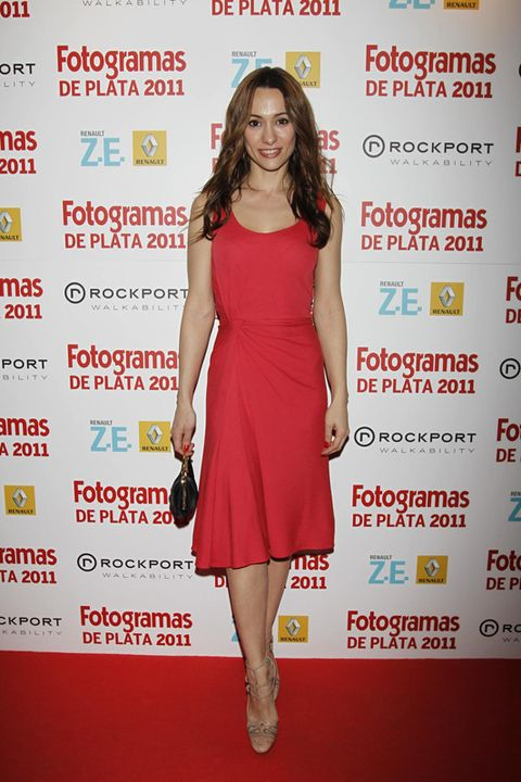 Dress, Shoulder, Shoe, Red, Premiere, Flooring, One-piece garment, Style, Cocktail dress, Day dress,