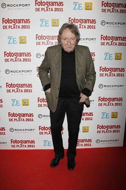 Trousers, Coat, Outerwear, Premiere, Flooring, Style, Suit, Blazer, Carpet, Suit trousers,