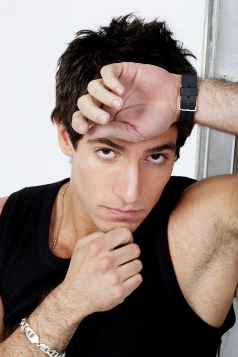 Ear, Arm, Finger, Cheek, Hairstyle, Wrist, Forehead, Shoulder, Eyebrow, Hand,