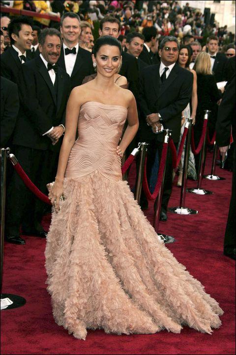 Gown, Red carpet, Carpet, Dress, Clothing, Flooring, Shoulder, Premiere, Fashion, Strapless dress,