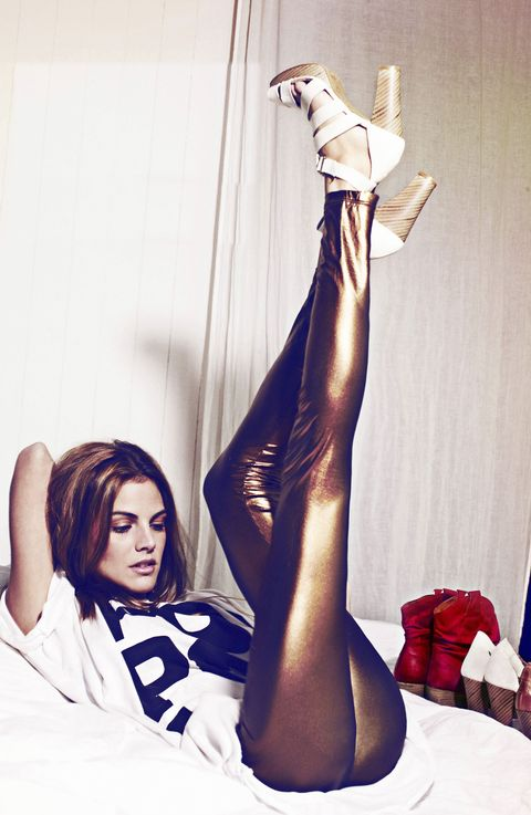 Human leg, Knee, Thigh, Foot, Model, Photo shoot, Ankle, Toe, Latex, Fashion model,