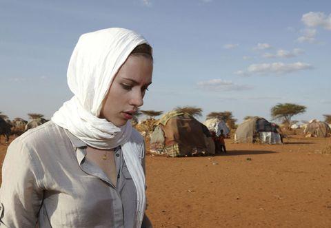 Landscape, Mammal, Aeolian landform, Village, Wrap, Sand, Shawl, Hood, Desert, Working animal,
